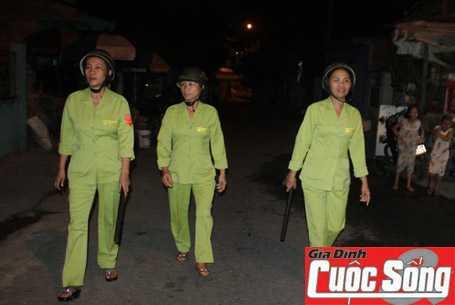 Đội dân phòng cơ động nữ phường Khuê Mỹ