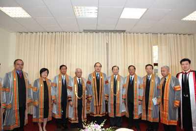 Phó Thủ tướng Nguyễn Thiện Nhân và toàn thể Hội đồng Nhà trường Đại học Naresuan.