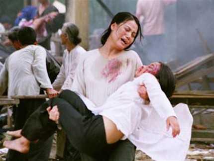 Trương Ngọc Ánh trong một cảnh quay của phim 'Áo lụa Hà Đông'.