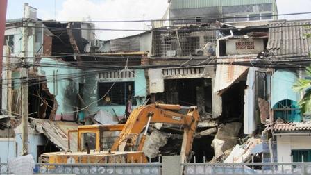 Vụ nổ mới xảy ra ở TP.HCM khiến 3 căn nhà đổ sập hoàn toàn