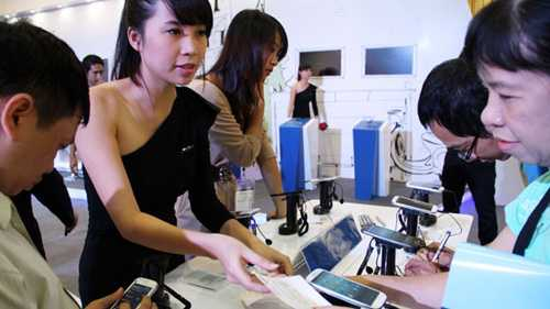 Người tiêu dùng nên chọn mua smartphone theo nhu cầu thực tế, không nên chạy theo mốt
