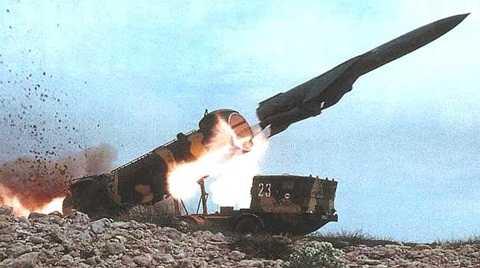Tên lửa P-35 (SS-N-3B Shaddock) thuộc tổ hợp 4K44B REDUT-M (SS-C-1B Sepal) có tầm bắn tới 450 km