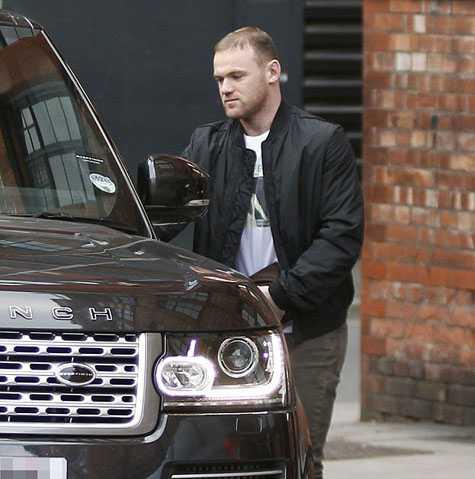 Rooney sẽ phải ngồi ngoài cuối tuần này