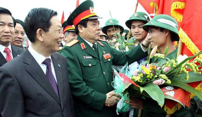 Đại tướng Phùng Quang Thanh động viên tân binh tại quận Ba Đình, Hà Nội - Ảnh: Viết Thành