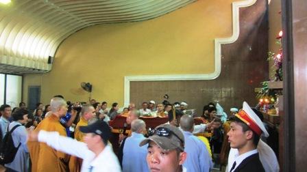 Sau khi hỏa táng, tro cốt các nạn nhân được chuyển về chùa Vĩnh Nghiêm