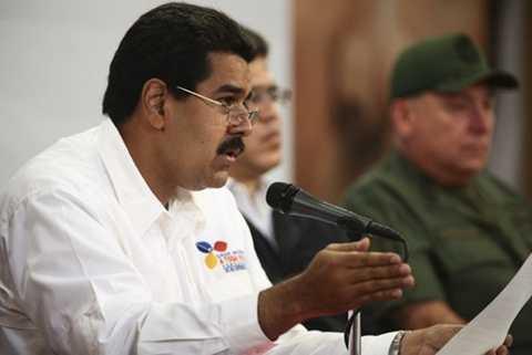 Phó tổng thống Venezuela Maduro thông báo trục xuất tùy viên quân sự Mỹ - Ảnh: Reuters