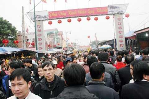 Hàng nghìn người đổ về đây từ sáng sớm