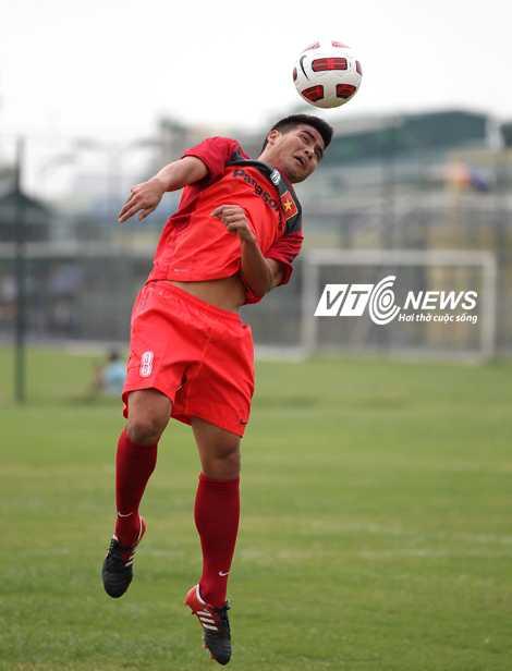 Việt Thắng trên tuyển chuẩn bị cho AFF Cup 2012 (Ảnh: Quang Minh)