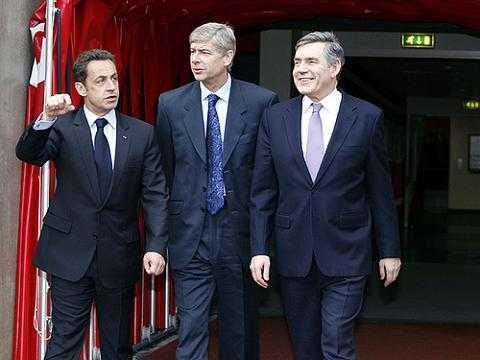 Cựu tổng thống Sarkozy đang cố gắng dùng ảnh hưởng của mình để giúp PSG có được Wenger.
