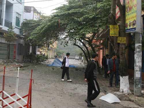 Lực lượng điều tra phong tỏa, khám nghiệm hiện trường vụ nổ.