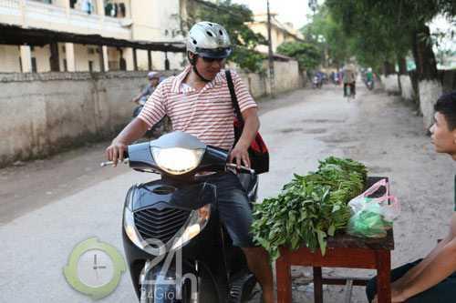 Hồng Sơn đi chợ giúp vợ