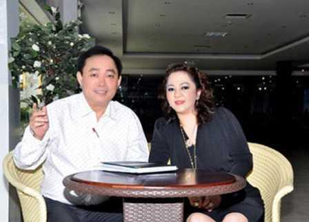 Vợ chồng ông Huỳnh Uy Dũng. Ảnh: Internet