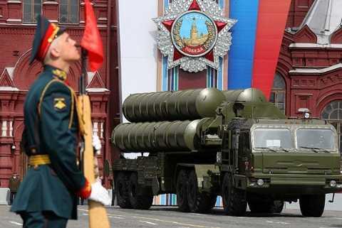 S-400 Triumph trong một buổi duyệt binh của các lực lượng vũ trang Nga