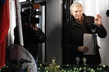 Ông chủ trang mạng đình đám WikiLeaks hiện đang tị nạn chính trị ở Đại sứ quán Ecuador tại London (Anh)