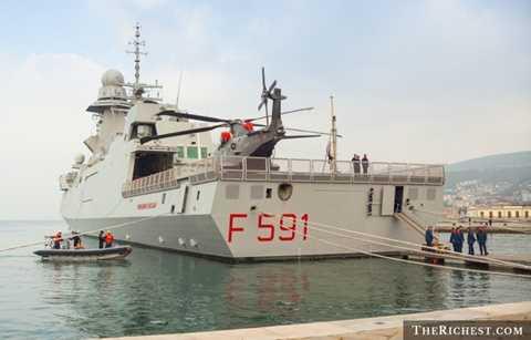 Italy. Với ngân sách quốc phòng lên tới 34 tỷ USD, Italy có thể thoải mái trang bị cho mình những thiết bị quân sự mạnh mẽ nhất. Họ sở hữu gần 600 xe tăng hiện đại, 760 máy bay chiến đấu và 6 tàu ngầm, 2 tàu sân bay hiện đại