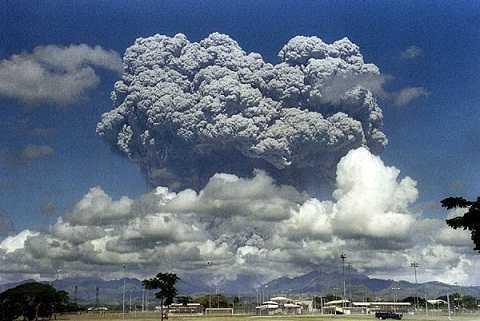 Năm 1991, núi lửa Pinatubo phun trào khiến khiến nhiệt độ toàn cầu giảm 0.5 độ C trong 2 năm sau đó