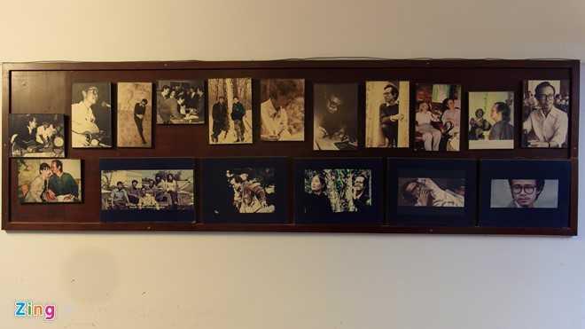 Sau khi ông qua đời vào năm 2001, người nhà bố trí một góc riêng tại chỗ dễ nhìn thấy của căn nhà để trưng bày những hình ảnh mà Trịnh Công Sơn thích nhất khi còn sống.