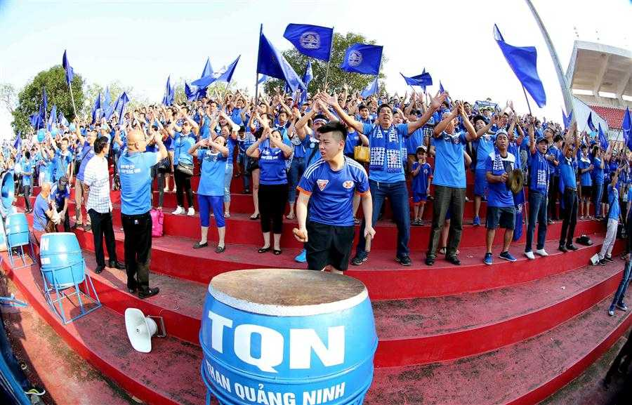 Trước trận gặp Hải Phòng, Than Quảng Ninh chỉ mới thắng 2/6 trận từ đầu mùa, nhưng Hội CĐV chưa khi nào bỏ rơi đội (ảnh: Quang Minh)