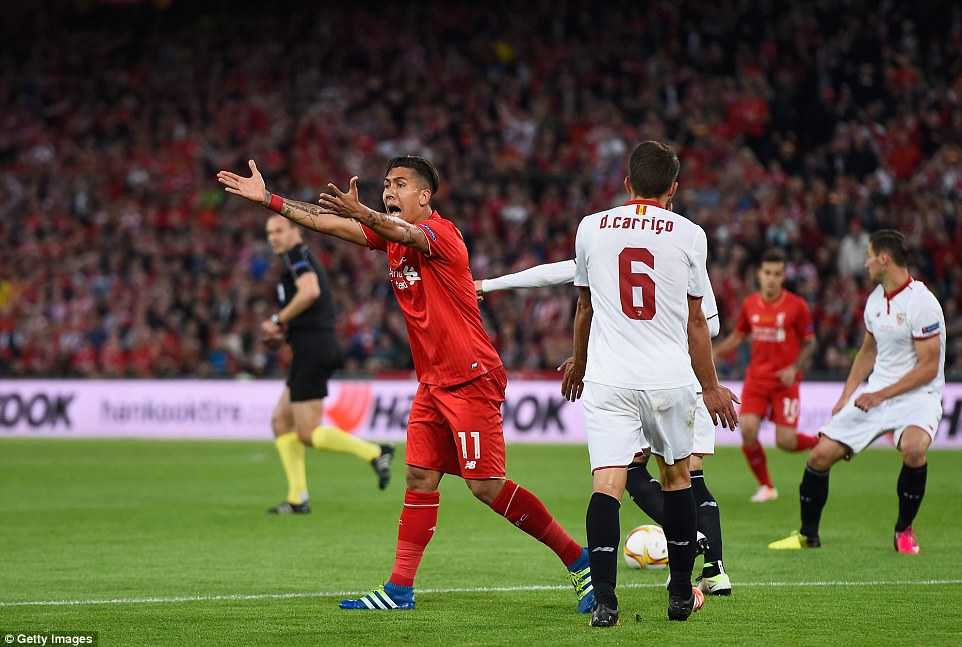 Trọng tài không cho Liverpool hưởng 11m