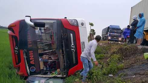 Ngày đầu nghỉ lễ, cả nước xảy ra 34 vụ tai nạn khiến 21 người chết, 23 người bị thương.