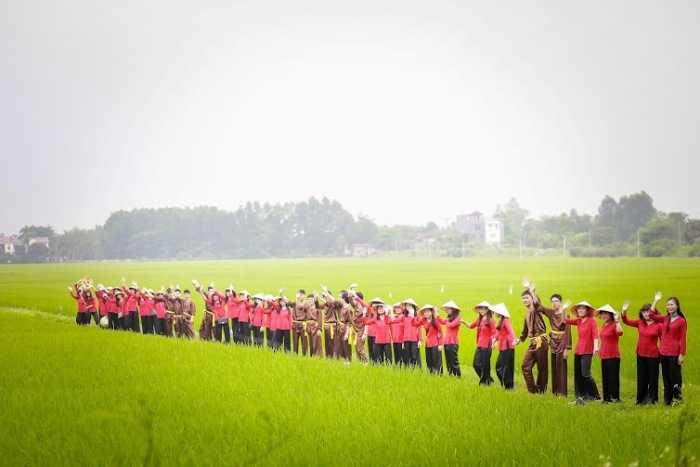 Trong bộ ảnh kỷ yếu độc đáo, những nữ sinh xinh đẹp của lớp 12A3 trường THPT Ngô Sĩ Liên - Bắc Giang đã khoe vẻ đẹp rạng ngời, nụ cười tỏa nắng qua mỗi bức hình.
