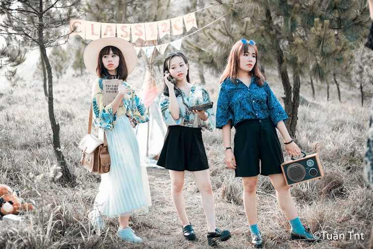 Trong bộ ảnh kỷ yếu vừa thực hiện, học sinh Quảng Ninh đã gây sốt với những hình ảnh của phong cách thời trang những năm 70 của thế kỷ 20.