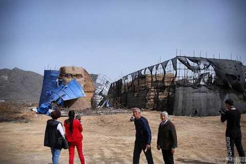 Trung Quốc phải ngậm ngùi dỡ bỏ công trình này mặc dù nó là một địa điểm rất hút khách du lịch