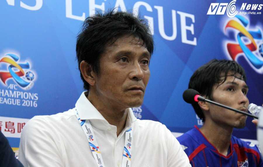 HLV Jokufu Hiroshi của Tokyo FC (ảnh: Hoàng Tùng)
