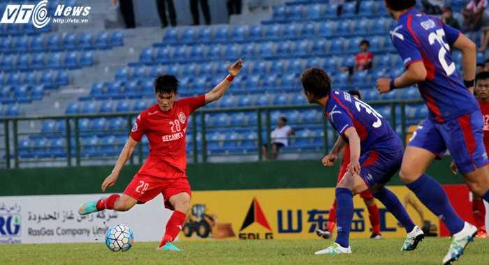 Lê Công Vinh sút trúng khung thành Tokyo FC hai lần trong trận (ảnh: Hoàng Tùng)