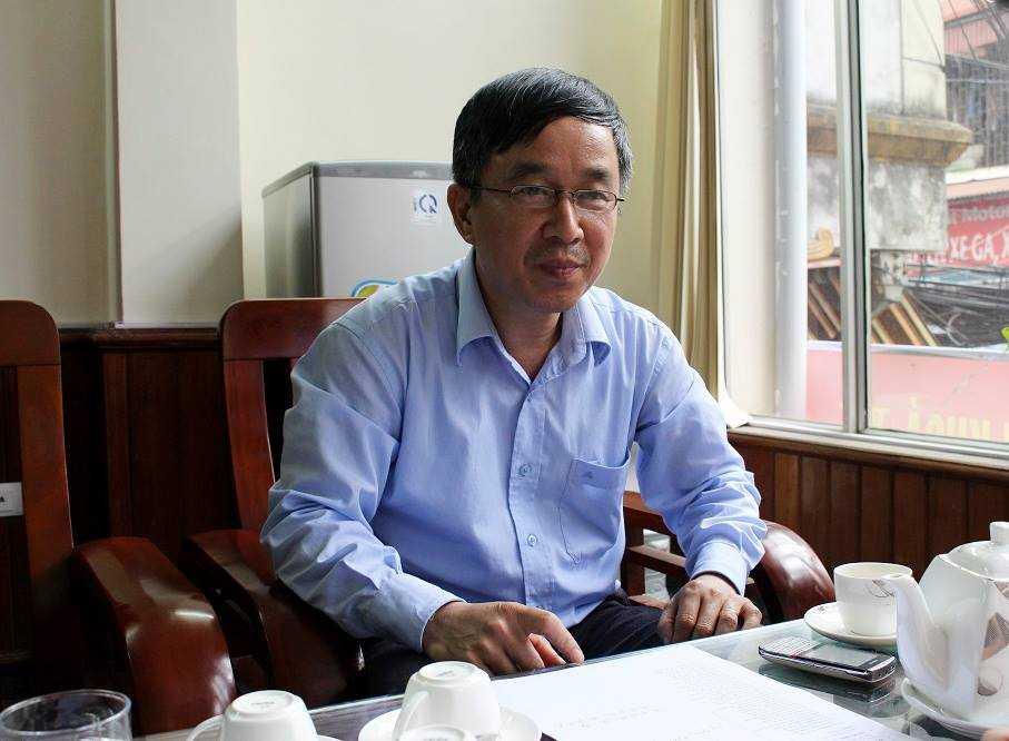 Ông Sỹ khẳng định ông Liêm đã ăn cắp 20 câu thơ của mình sáng tác để đi đăng ký bản quyền. Ảnh Thanh Giang