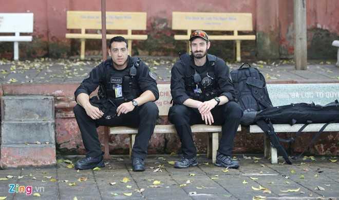 An ninh ở chùa Ngọc Hoàng được thắt chặt, nhiều mật vụ và lính bắn tỉa có mặt để bảo vệ cho Tổng thống Obama. Ảnh: Hải An/ Zing