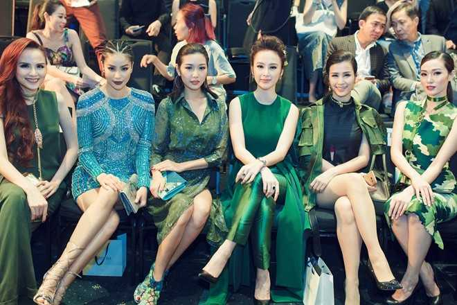 Angela Phương Trinh nổi bật giữa dàn người   đẹp Vbiz. Sau phim Taxi, em tên gì?, nữ diễn viên đang chờ đợi kịch bản   ưng ý. Tháng 5 tới, cô sẽ cùng đoàn Việt Nam góp mặt ở Liên hoan phim   danh giá Cannes.