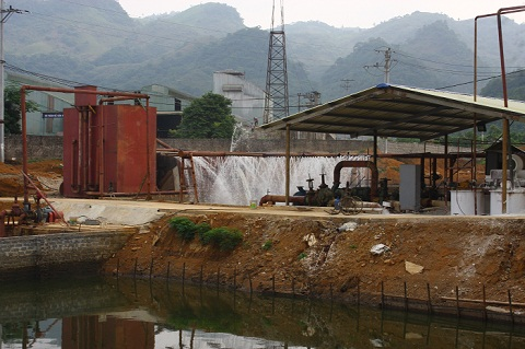 Hệ thống xử lý nước thải của nhà máy chưa được hoàn thiện, nên lượng nước thải vừa qua nhà máy xả ra chưa qua xử lý đã trực tiếp thải sông Bưởi.