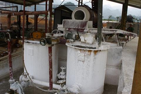 Theo ông Nguyễn Mạnh Trường PGĐ công ty cổ phần mía đường Hòa Bình, hệ thống nước xả thải của nhà máy hiện chưa được cấp phép nhưng đã   tự ý xả thẳng ra sông Bưởi.