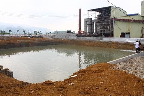 Bể chứa nước thải cũng là phần quan trọng của hệ thống xử lý nước thải nhưng đến giờ cũng chưa hoàn thiện.