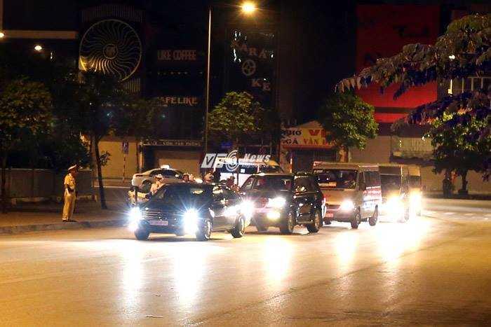 ... tiến về khách sạn JW Marriott, nơi được cho là tổng thống sẽ lưu trú trong những ngày làm việc ở Hà Nội - Ảnh: Quang Minh