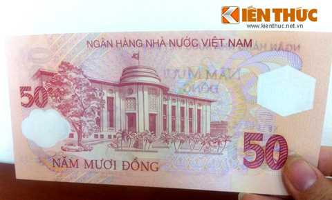 Mặt sau của tờ 50 đồng là hình ảnh trụ   sở chính Ngân hàng Nhà nước Việt Nam. Mệnh giá 50 đồng tượng trưng cho   50 năm thành lập Ngân hàng Việt Nam. Hình ảnh mặt sau tờ 50 đồng.