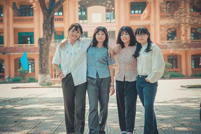Trên một diễn đàn dành cho giới trẻ, hình ảnh thiếu nữ Việt thập niên 70, 80 hiện thu hút hơn 7.000 like (thích), hàng trăm chia sẻ và bình luận từ dân mạng.