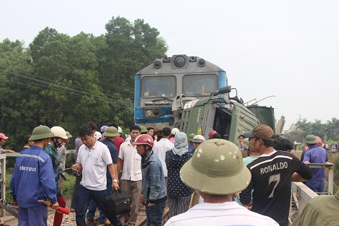 Vụ tai nạn khiến đông người dân hiếu kỳ kéo đến xem