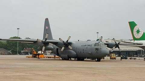 Cùng với máy bay vận tải hạng nặng C17, máy bay vận tải C130 của Không quân Mỹ cũng được huy động để chuyên chở trang thiết bị phục vụ cho Tổng thống Barack Obama cùng đoàn tùy tùng 1.600 người