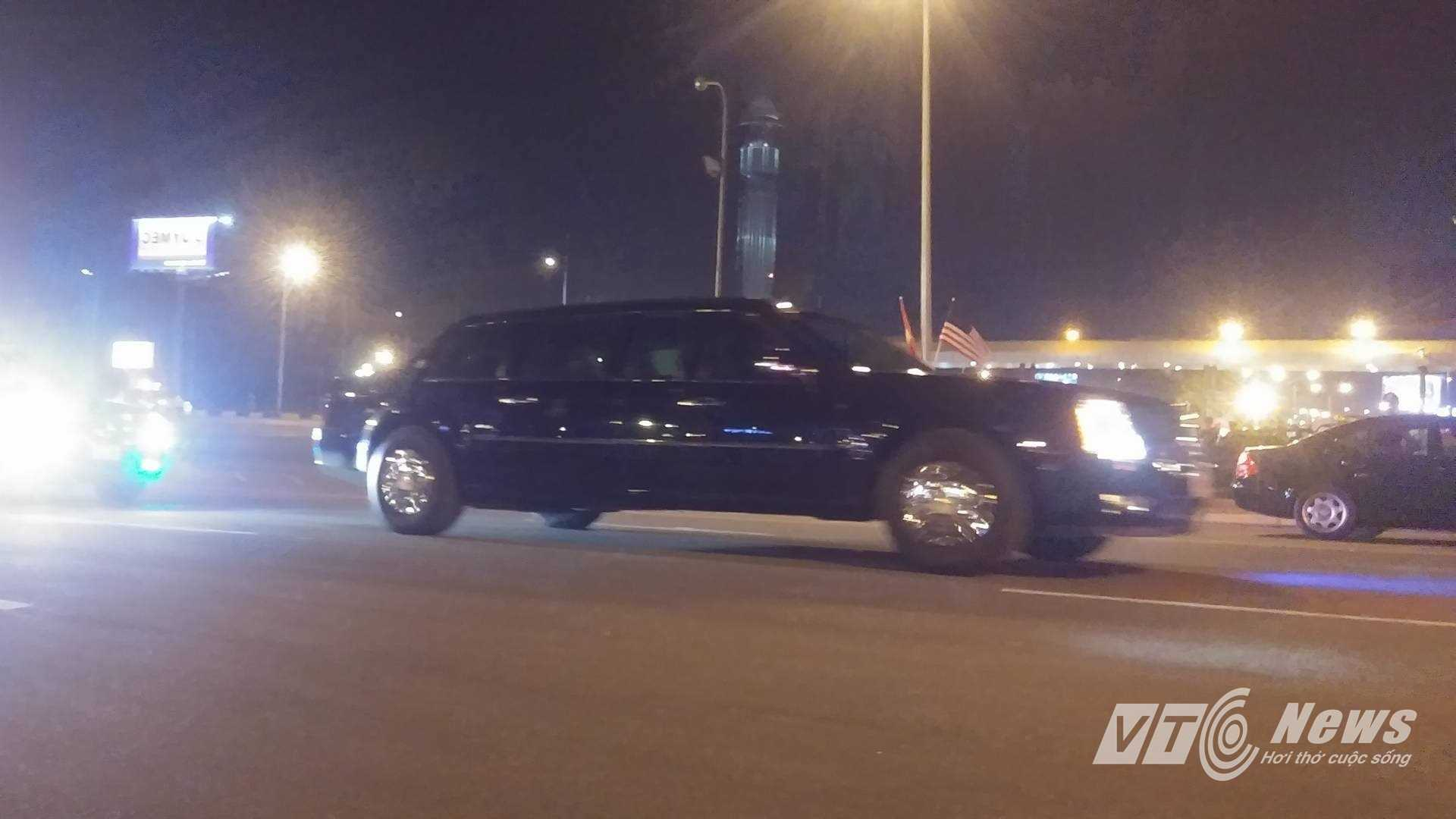 2 chiếc Cadillac được mệnh danh là The Beast trong đoàn hộ tống ông Obama về khách sạn.