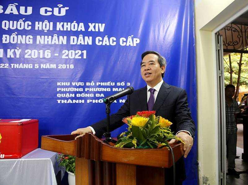 Thay mặt cho cử tri tại khu vực bỏ phiếu số 3, khu vực bầu cử phường Phương Mai, phát biểu trước đông đảo các cử tri và nhân dân, ông Bình bày tỏ niềm vui mừng, phấn khởi, tự hào khi thực hiện nghĩa vụ công dân của mình.