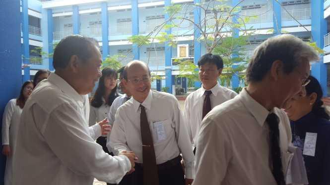 Phó thủ tướng Trương Hòa Bình tại điểm bầu cử. Ảnh Hoàng Điệp