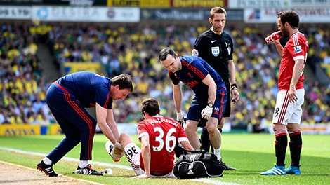 HLV Van Gaal lại đau đầu với bài toán lực lượng