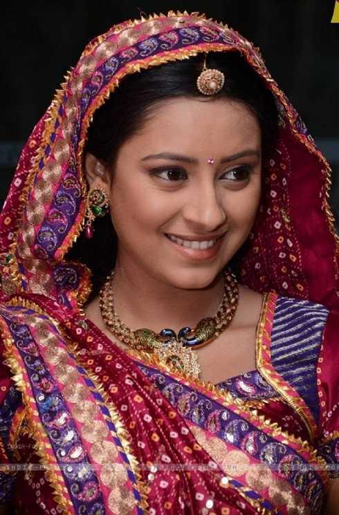 Nữ diễn viên Pratyusha Banerjee (sinh ngày 10/8/1991) treo cổ tự vẫn tại nhà riêng vào ngày 1/4. Cô nổi tiếng tại Ấn Độ và được nhiều khán giả Việt Nam yêu thích khi vào vai Anandi trong phim