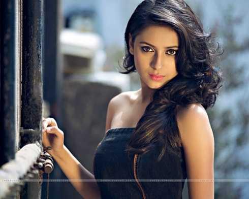 Nữ diễn viên Dolly Bindra không tin người đồng nghiệp tự vẫn.Trong khi đó, nam diễn viênAjaz Khan - bạn diễn thân thiết của Pratyusha Banerjee trong show truyền hình thực tế Big Boss - khẳng định, có âm mưu giết người đằng sau sự ra đi của ngôi sao 25 tuổi.