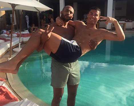 Ronaldo từng dính tin đồn quan hệ trên mức bạn bè với Badr Hari