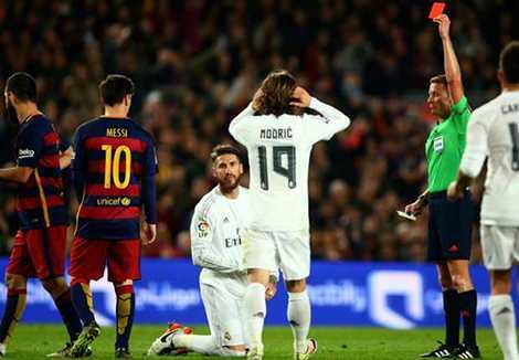 Chiếc thẻ đỏ của Ramos vô tình khiến cho Barcelona khó đá