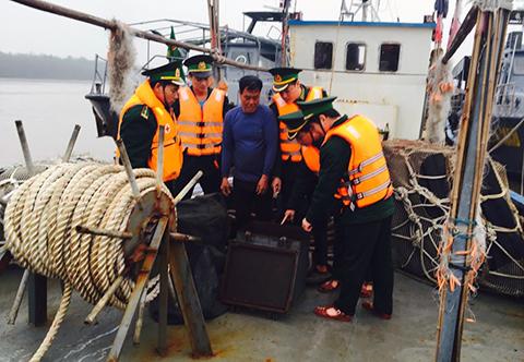 Lực lượng Bộ đội Biên phòng kiểm tra, phát hiện tàu chở 100.000 lít dầu DO không rõ nguồn gốc