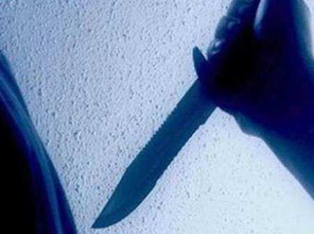 Sau bữa cơm, Vũ lẳng lặng tìm dao rồi tấn công 4 bố con người chú ruột khiến 1 người chết, 3 đứa trẻ bị thương.